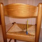 1) La sua penna impiccata alla sua sedia