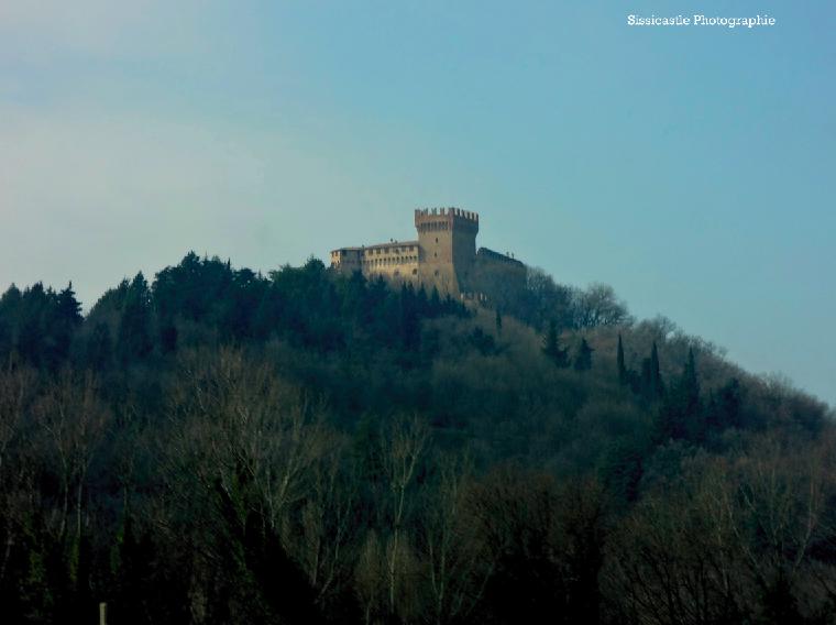 Castello di Gradara, dall'autostrada
